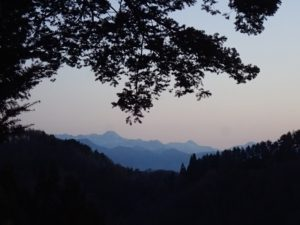 戸隠山の夜明け