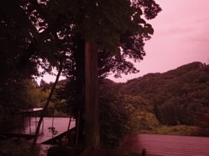 赤紫色に染まる空