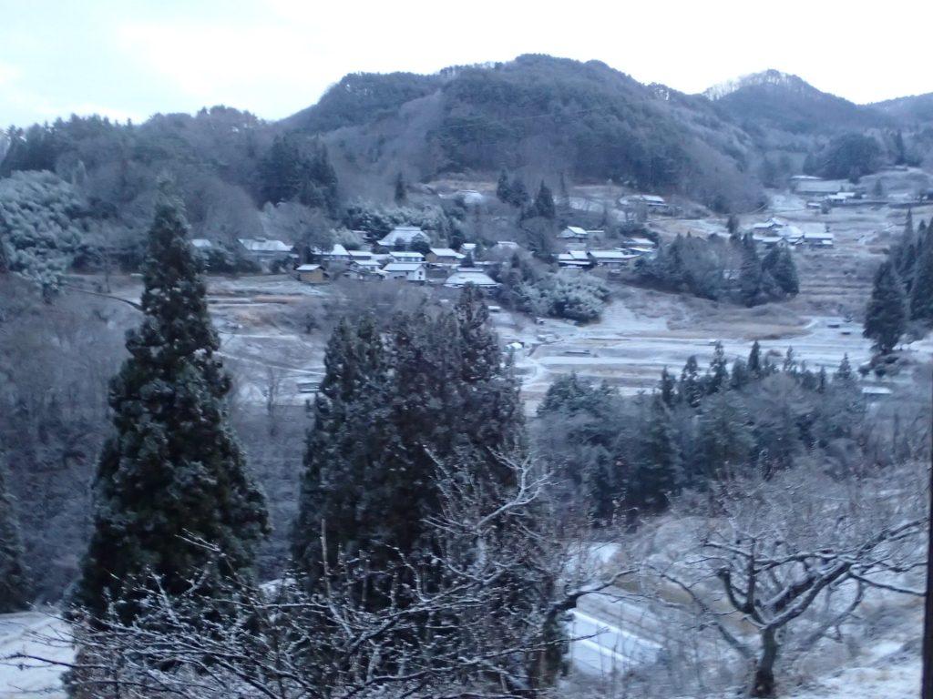 """<span class=""""title"""">今朝は、うっすらと雪が積もりました。</span>"""